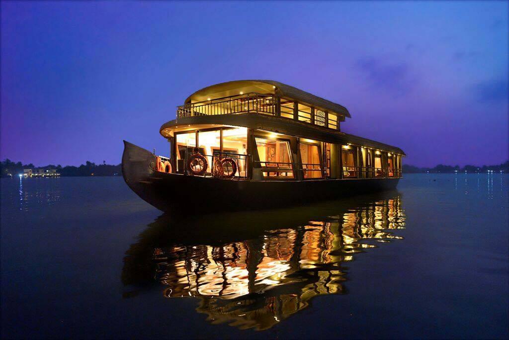 Amazing Alleppey Houseboat Package in Kerala   Kerala backwaters tour package