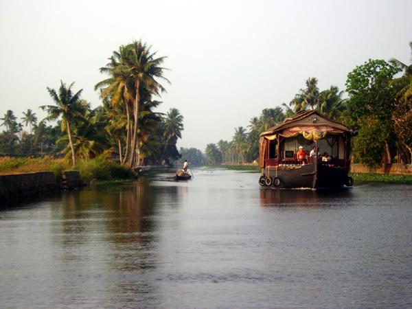 enchanting-houseboat2